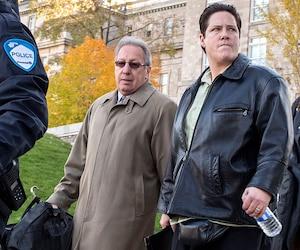 Stéfanie Trudeau, alias «Matricule 728», suivie de son avocat, Me Jean-Pierre Rancourt, à leur arrivée au palais de justice de Montréal, mardi matin.