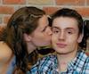 Le tétraplégique Olivier Gingras reçoit une marque d'affection de sa mère, Caroline Morin.