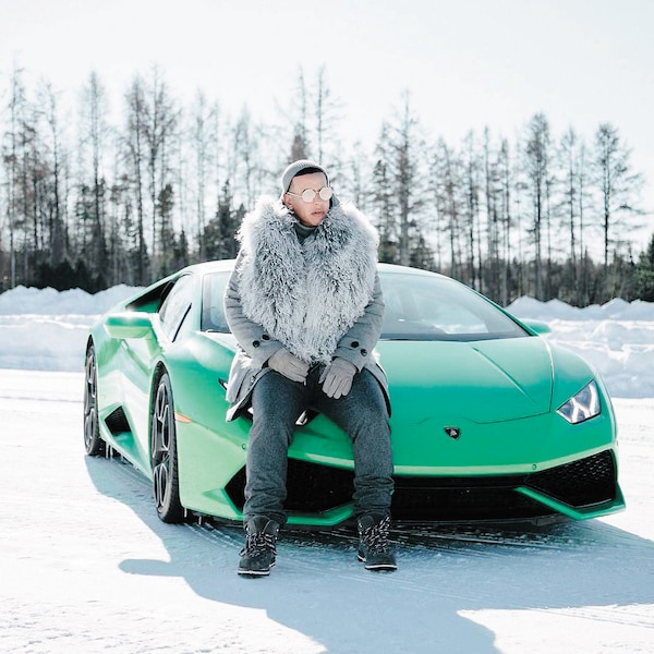 Daddy Yankee et la Lamborghini qui a servi pour le tournage d'un vidéoclip à Québec.