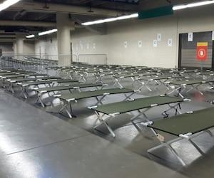 Une première navette avec des gens voulant s'établir au pays en provenance de Saint-Bernard-de-Lacolle est arrivée mercredi matin au Stade. De jeunes enfants et une femme enceinte faisaient partie des passagers.