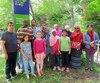 De gauche à droite, les parents des élèves du groupe 401, de l'École de la Petite-Bourgogne, Farid Terchi, Fadiga Ali Aarfan, Zouhair Elkharrim, Ammar Habib, Aicha Tajilsir, Khadra Guire, Samira Anouja, Mouna Ibrahim Idriss et Anjana Dey, accompagnés des élèves Malak Terchi, Jannat Elkharrim, Rayane Mahamat Takane et Triporna Dey.