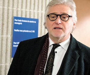 Le fondateur de Juste pour rire, Gilbert Rozon, a fait sa première apparition publique mercredi, au palais de justice de Montréal, depuis que les allégations d'inconduites sexuelles ont éclaté à l'automne. En témoignant dans un litige commercial avec Québecor et sa compagnie, il en a profité pour dire qu'il avait été «exécuté» par le public.