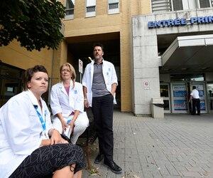 Il faut revoir le ratio infirmière/patients si l'on veut donner une qualité de soins, selon Nancy Hogan (au centre). À ses côtés, Marie-Ève Chabot et Pascal Beaulieu, aussi infirmiers à l'hôpital de l'Enfant-Jésus.
