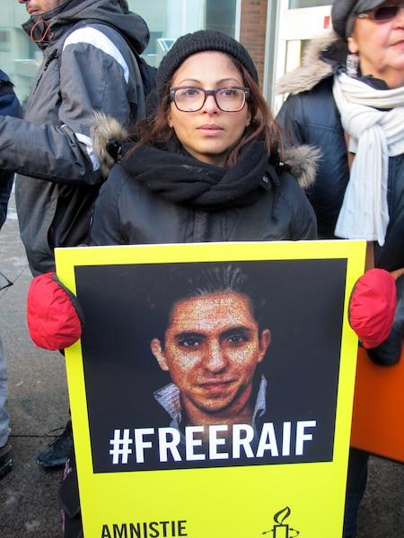 Raef Badawi a reçu ce matin, 10 janvier 2015, ses cinquante coups de fouet en Arabie Saoudite 037a1ad1-9b2f-4fec-a638-f94440e8da3f_ORIGINAL