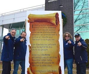 Le président du SCFP national a décidé d'intervenir dans la guerre interne qui fait rage chez les cols bleus de Montréal. La présidente Chantal Racette, ici en photo avec trois membres de l'exécutif en 2015, est de plus en plus critiquée.