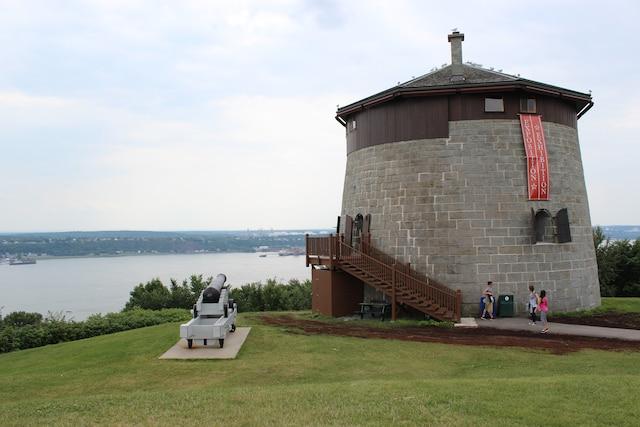 Seize tours Martello ont été construites au Canada, dont quatre à Québec.