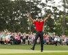 Bras au ciel, Tiger Woods a rugi de joie après avoir calé son dernier coup roulé sur le 18e vert à Augusta, dimanche.