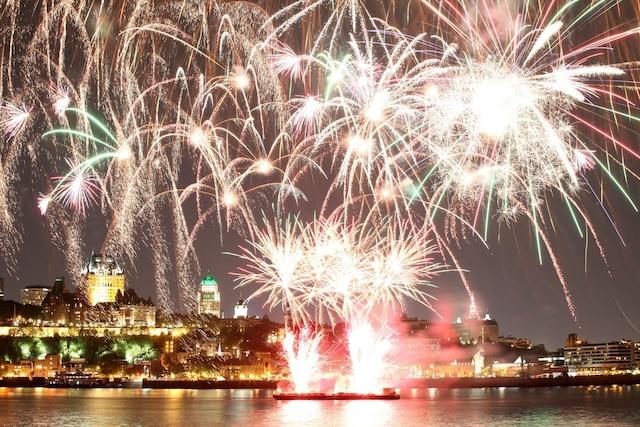 La danse et les feux d'artifice ne faisaient qu'un pour cette première soirée des Grands Feux Loto-Québec.