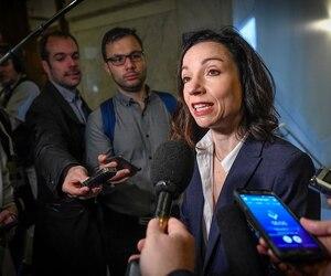 La députée indépendante Martine Ouellet a rencontré les médias, jeudi à Québec, et elle a déploré avoir été victime d'intimidation.