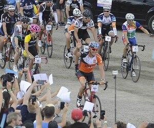 Les cyclistes du Grand Défi Pierre Lavoie (GDPL) qui bat son plein jusqu'à dimanche ont eu droit à une vague d'énergie.