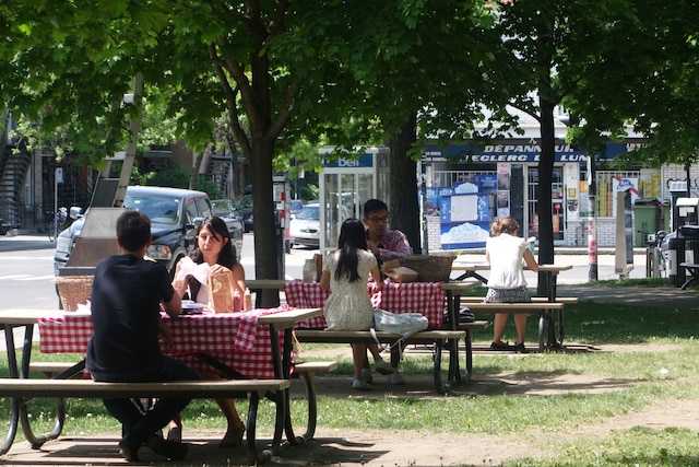 Lunch de la Dinette Triple Crown,  qu'on mange dans le parc.
