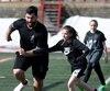 Les 125 élèves de trois écoles de Québec ont eu l'occasion de participer à six ateliers de sports en compagnie du footballeur québécois Laurent Duvernay-Tardif et d'athlètes du Rouge et Or, mardi, au PEPS.