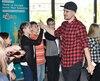 Le rappeur Koriass a interprété sa nouvelle chanson, Plus haut, lundi, lors de la conférence de presse des 20es Journées de la culture. Il était accompagné par une vingtaine d'enfants qui chantaient et dansaient.