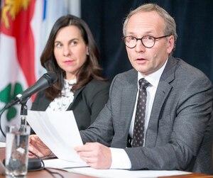 Le ministre de la Sécurité publique, Martin Coiteux, et la mairesse de Montréal, Valérie Plante, se sont dits choqués par les révélations du rapport Bouchard sur les pratiques du Service de police de la Ville de Montréal dévoilées hier.