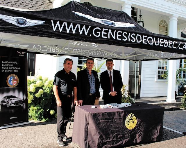André Drolet, directeur du développement des affaires du Groupe Daigle, Jean Salesse, directeur des ventes chez Genesis de Québec, ainsi que Narcis Bellic, directeur de l'expérience, Genesis de Québec.