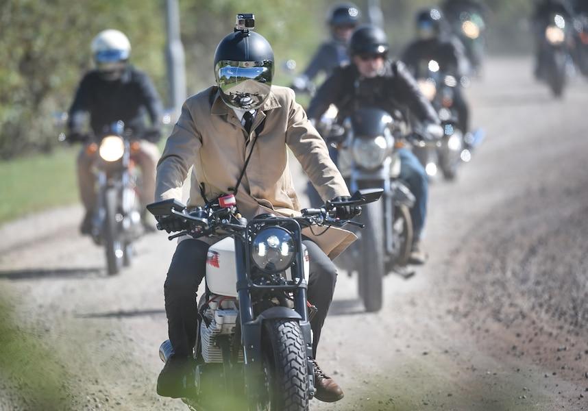 Près d'une centaine de motocyclistes de Québec ont participé dimanche à la Distinguished Gentleman Ride, une randonnée caritative ultra-chic qui vise à amasser des fonds pour le cancer de la prostate et la prévention du suicide chez les hommes.