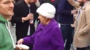 Cette vieille dame vous donnera le goût de danser!