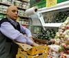 Gavid Aqubal, le propriétaire de la Fruiterie du Mile-End, n'en revient pas de la hausse de la consommation d'avocats cette année. Il dit vendre 200 caisses par semaine.