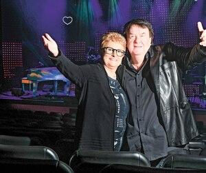 Il y a deux semaines, à Shawinigan, c'était l'heure des répétitions en vue de la tournée québécoise de Sweet People, et Michèle Garneau en a profité pour renouer avec Alain Morisod.