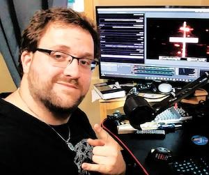 François Lafond transmet sa passion sur l'histoire via ses diffusions de jeux en direct sur la plateforme Twitch. On le voit ici tout juste avant une diffusion.