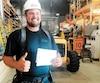 Le charpentier-menuisier Pascal Boutin, de Boucherville, a hâte de partir en vacances avec son chèque de 5347$. «On reste pas mal dans le coin cette année : au Québec», a-t-il lancélundi avec un mélange de fierté et de fébrilité dans l'attente de cette pause.
