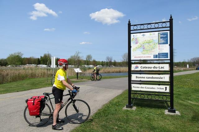 La piste cyclable du canal Soulanges,  au Québec, non loin de la frontière ontarienne.