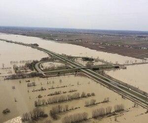 La 40 est inondée des deux côtés sur plusieurs kilomètres, en particulier dans le coin de la sortie 155, entre Berthierville et Trois-Rivières.