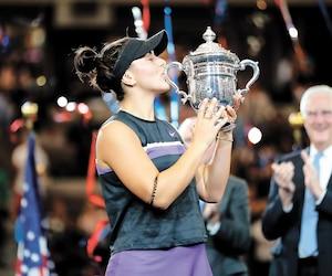 Après l'avoir imaginé pendant plusieurs années, Bianca Andreescu a enfin pu embrasser le trophée de championne des Internationaux des États-Unis, samedi, au stade Arthur-Ashe.