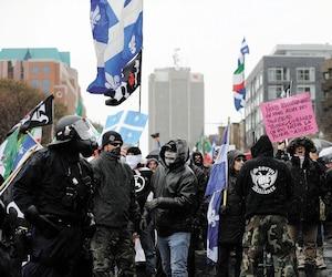 Une manifestation opposant des groupes populistes identitaires et d'autres se revendiquant de l'antifascisme a donné lieu à une quarantaine d'arrestations près de la colline Parlementaire, à Québec, le 25novembre dernier.