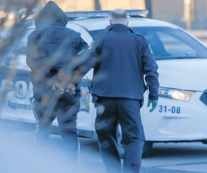 Une équipe du réseau de télévision de Canal D a capté des images pour un documentaireen avril dernier lors d'une vaste opération menée par le Service de police de l'agglomération de Longueuil. Sept individus possiblement liés au proxénétisme ont été arrêtés.
