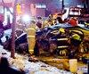 Sur la photo, on voit la carcasse du véhicule qui a heurté un muret de béton, le 19 mars, à la sortie de l'autoroute 720 Est, à Montréal. C'est parce que les accidents se sont multipliés ces dernières semaines sur cette autoroute que la Sûreté du Québec a décidé de serrer la vis aux conducteurs qui font des excès de vitesse.