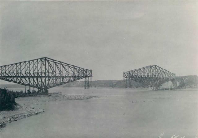 Le deuxième pont de Québec avant son écroulement en septembre 1916.