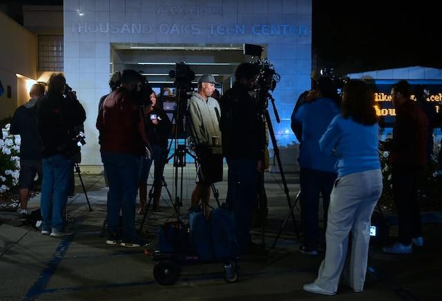 Le shérif de ce comté de la périphérie de Los Angeles Geoff Dean a indiqué que 12 personnes avaient été tuées, dont un policier.