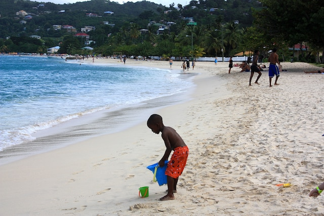 La plage de Grande anse est la plus belle de la  Grenade qui en compte un grand nombre.