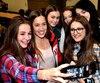Valérie Maltais a rencontré les élèves de trois écoles secondaires des Rives-du-Saguenay hier.