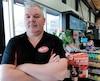 Copropriétaire de trois dépanneurs dans la région de Québec, Louis Tremblay, d'Accommodation ChaLou, n'a pas l'intention de jouer à la police autour de ses commerces.