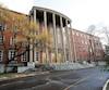 Les enquêteurs qui se sont rendus à la Commission scolaire English-Montréal, dont on aperçoit ici le siège social, y ont découvert des dépenses irrégulières et des pratiques inacceptables.