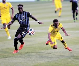 À la 55e minute, Bacary Sagna a obtenu un carton rouge après son contact avec David Accam, du Crew de Columbus, samedi. Incidemment, Accam a inscrit le but vainqueur plus tard dans le match.