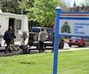 L'Association des membres de la police montée du Québec a fait signer des cartes de membre devant le quartier général de la GRC la semaine dernière.