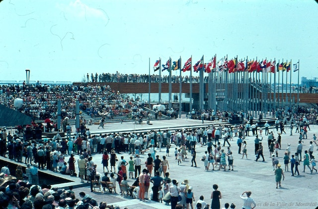 L'exposition à propos de l'Expo 67 réalisée par Artpublix présente une photo modifiée de l'île Notre-Dame identifiée dans l'exposition comme la Place des Nations de l'île Sainte-Hélène vue ici dans cette image d'archive.