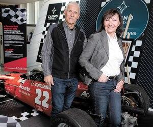 Jean-Pierre Saint-Jacques a conçu la première Formule Ford pilotée par Gilles Villeneuve. Il est accompagné par Joanna Villeneuve. Deux autres bolides marquants de la carrière du pilote québécois sont actuellement exposés au Casino, dont la Formule Atlantique (Direct Film) qui avait permis à Gilles de devancer James Hunt au Grand Prix de Trois-Rivières en 1976.