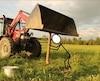 La CSST a tenu à illustrer de la façon dont Jasmin Turgeon, 17 ans, est décédé sur une ferme de l'Estrie en juillet dernier. Il était en train de planter des piquets quand il a été écrasé.