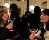 Les actrices Anne Dorval et Karin Viard dans une scène de la comédie dramatique Jalouse, qui a été tournée à Paris l'an passé.