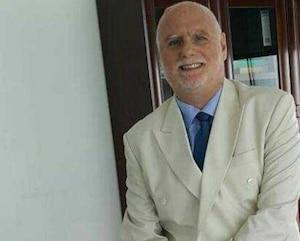 André Gauthier, 65 ans, occupait un poste dans une compagnie d'exploitation d'or à Dubaï. Il a dénoncé d'anciens collaborateurs, mais ceux-ci auraient fui les Émirats arabes unis.