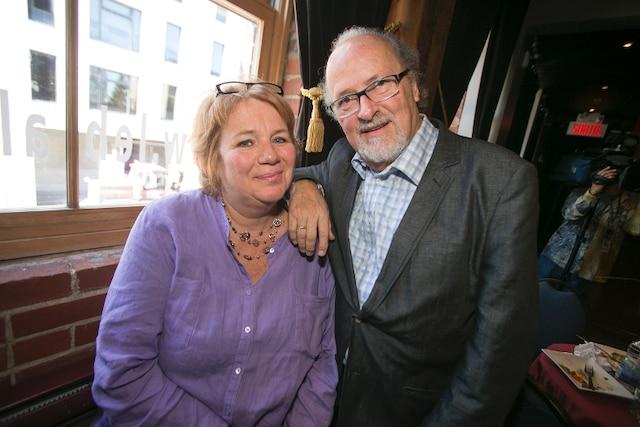 Les intrigues sont signées Anne Boyer et Michel D'Astous. «Écrire une série policière, c'est exigeant. Il faut donner des indices mais ne pas brûler le punch. Le Gentleman, c'est un plaisir coupable», a dit Michel.