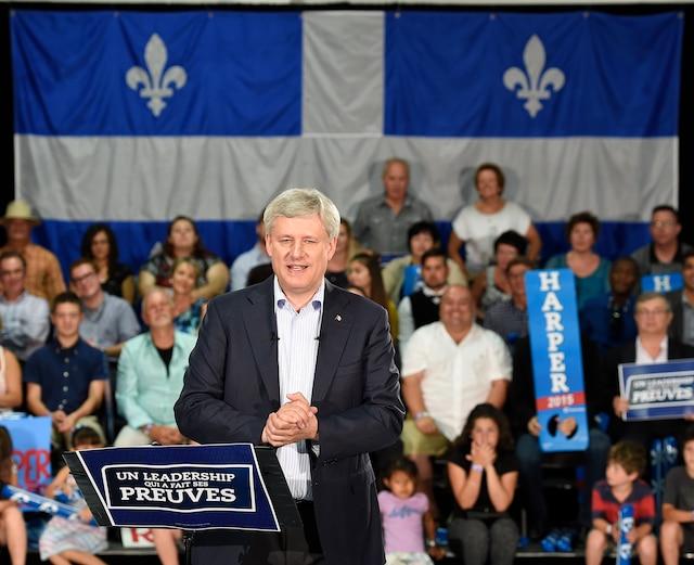 Stephen Harper lors du rassemblement conservateurs au Complexe Capitale Hélicoptère à Québec.