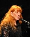 Loreena McKennitt a su transmettre son amour de la chanson aux spectateurs réunis au Théâtre Banque Nationale.