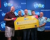Les gagnants du Lotto Max de 60 millions $ sont Stéphane Dionne d'Embrun en Ontario, Gilles Dionne de Gatineau, Christopher Beazley de Carleton Place, Bryan Redman d'Ottawa et Norman MacDonald de Gatineau.