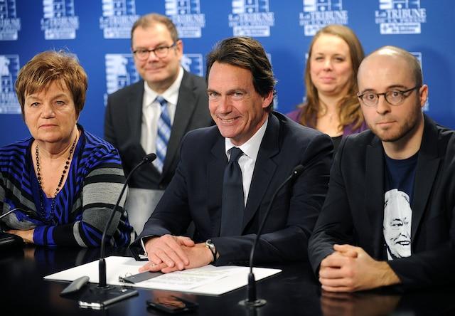 Conference de presse du chef du Parti quebecois, M. Pierre Karl Peladeau, accompagne de Mario Beaulieu (pres. du Bloc quebecois), Sol Zanetti (ON), Martine Desjardins (VP MNQ), Claudette Carbonneau (pres. des Organisations unies pour l independance (OUI Quebec) et Maxime Laporte (pres SSJB), jeudi le 29 octobre 2015 a Quebec.SIMON CLARK/AGENCE QMI