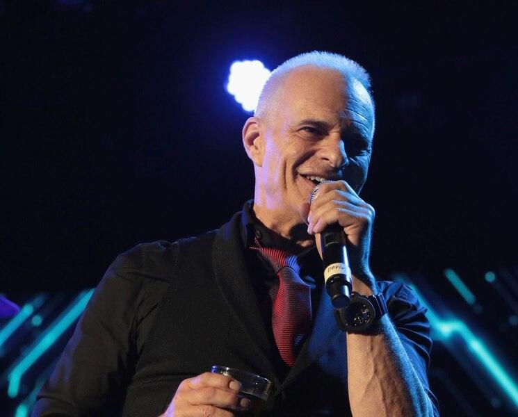 Le chanteur de Van Halen se pointe dans un party où une de ses chansons joue, mais personne ne le reconnaît
